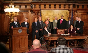 governor-wolf-signs-executive-order-to-raise-minimum-wage-for-some-state-employees
